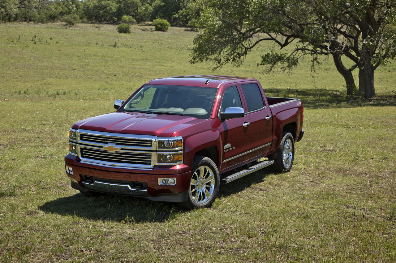 The 2014 Chevy Silverado is the new favorite among the best full-size trucks in 2013.